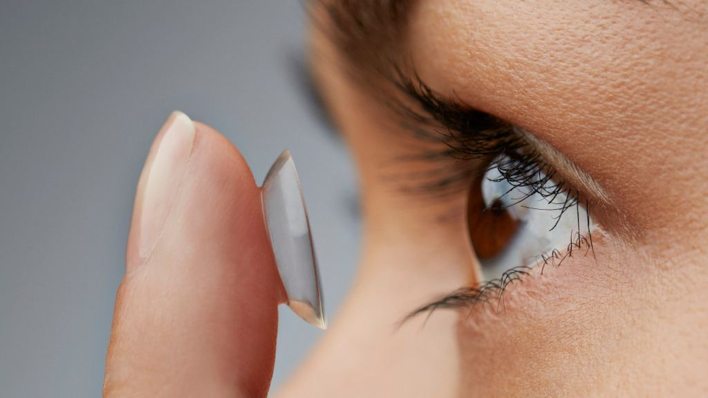 Contactlens instructie harde contactlenzen Sluis Optiek en Optometrie